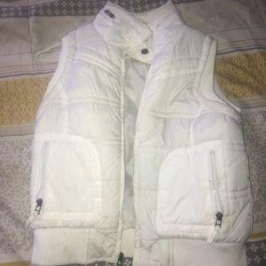 White crop puffy vest